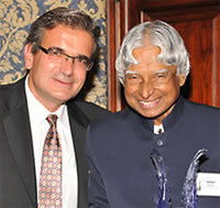 Ares Rosakis, Chair, Division of Engineering and Applied Science and Chair, Aerospace Historical Society, presented the award to Abdul Kalam.