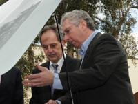 Jean-Lou Chameau and Larry Nitz check under the hood (Photo credit: Debbi K. Swanson Patrick)